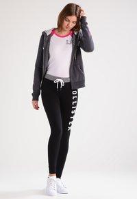 Hollister Co. - CORE - Zip-up hoodie - dark grey - 1
