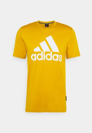 ESSENTIALS SPORTS SHORT SLEEVE TEE - Triko s potiskem - legacy gold
