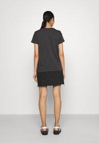 Levi's® - THE PERFECT TEE - Marškinėliai su spaudiniu - anthracite - 2