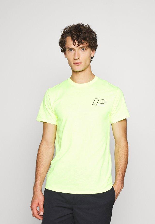 SUMMIT TEE - T-shirt z nadrukiem - saftey green