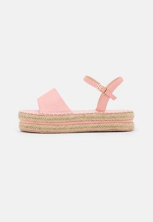 MONROE - Sandály na platformě - pink