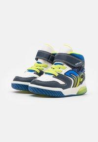 Geox - INEK BOY - Sneakersy wysokie - white/navy - 1