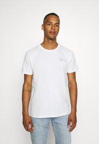 Esprit - TEE - Basic T-shirt - off white - 0