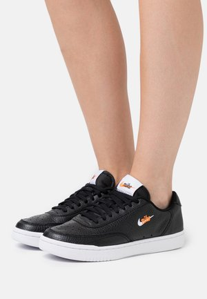 COURT VINTAGE PRM - Matalavartiset tennarit - black/white/total orange