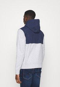 Tommy Jeans - CONTRAST ZIP HOODIE - veste en sweat zippée - grey - 2