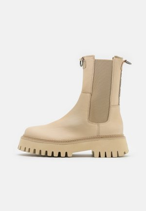 GROOV-Y - Kotníkové boty na platformě - camel