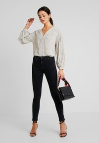 Mavi - ADRIANA - Jeans Skinny Fit - black denim - 1
