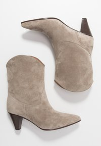 CLOSED - LICORICE - Cowboy/biker ankle boot - clay - 2