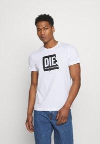 Diesel - T-DIEGO-LAB UNISEX - Print T-shirt - white - 0