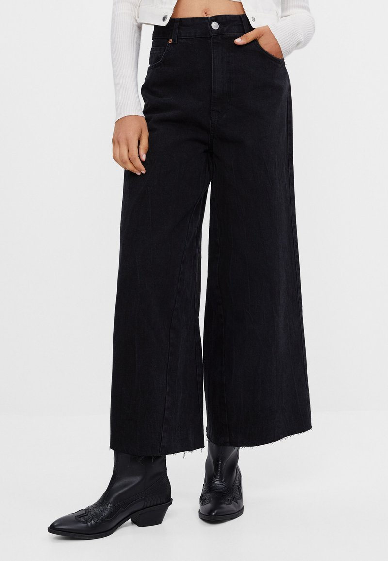 Bershka - Široké džíny - black