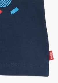 Levi's® - GRAPHIC TEE - T-shirt imprimé - dress blues - 3