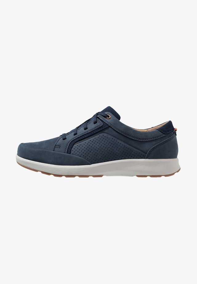 UN TRAIL FORM - Casual lace-ups - navy