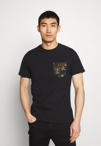 Barbour International - POCKET TEE - Print T-shirt - black - 0