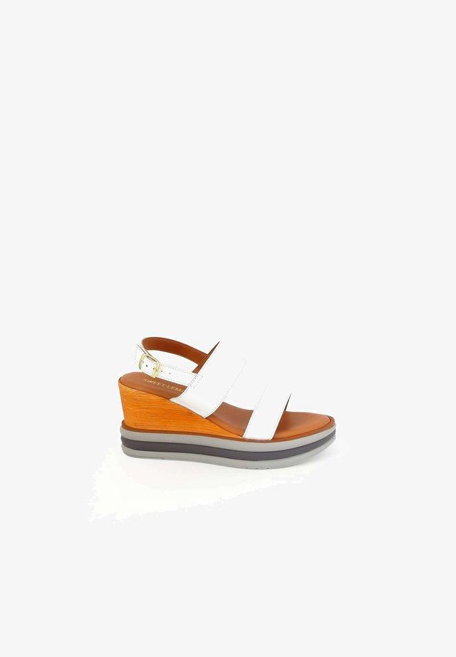 LUPPO - Sandalen met plateauzool - white