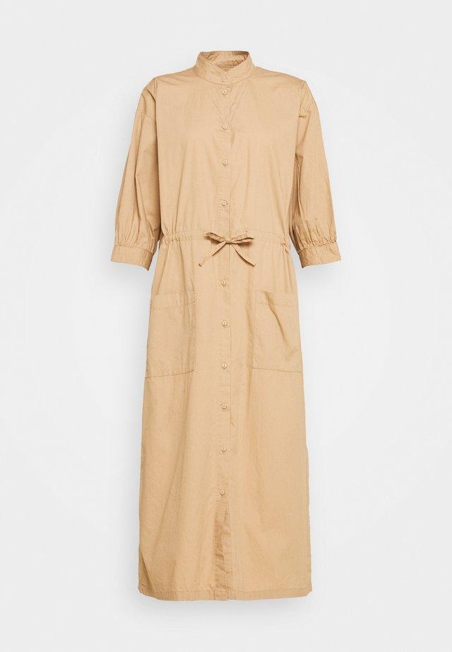 TAYLOR - Košilové šaty - nougat