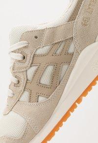 ASICS SportStyle - GEL-LYTE III - Sneakers - ivory/wood crepe - 5