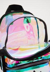 adidas Originals - MINI - Rugzak - transparent - 4