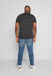 TOM TAILOR MEN PLUS - Slim fit jeans - light stone - 2