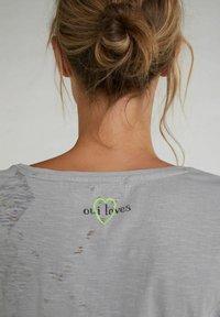Oui - Print T-shirt - light grey - 4