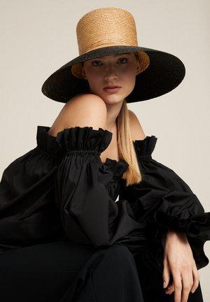 RAMA - Hat - cammello nero