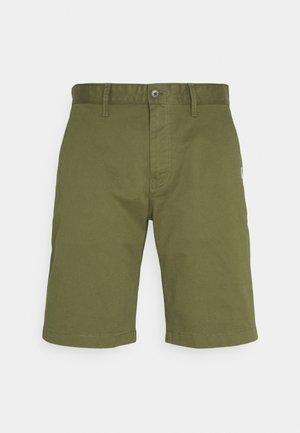 ETHAN - Shorts - uniform olive