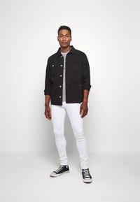 Calvin Klein Jeans - INSTITUTIONAL COLLAR LOGO - Triko spotiskem - mottled grey - 1