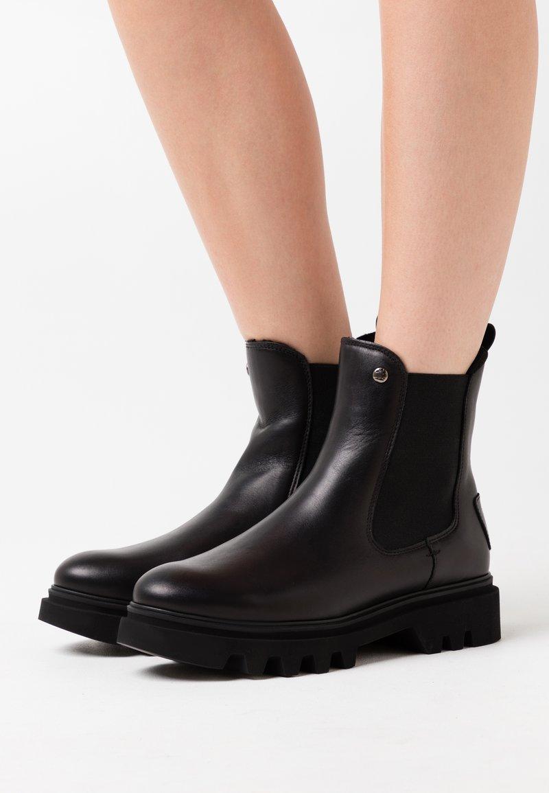 Panama Jack - THAIS IGLOO - Zimní obuv - black