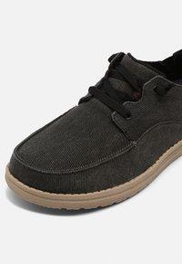 Skechers - MELSON VOLGO - Stringate sportive - black - 4