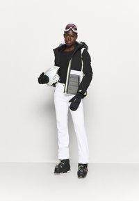 Ziener - TALPA LADY - Spodnie narciarskie - white - 1