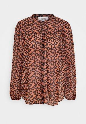 HILMA SHIRT - Button-down blouse - pink