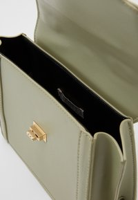 Pieces - PCOLIVE CROSS BODY  - Sac à main - olive branch/gold-coloured - 2