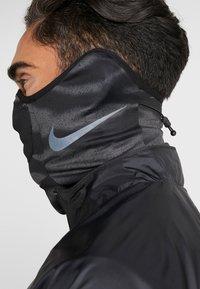 Nike Performance - STRIKE SNOOD UNISEX - Tubhalsduk - anthracite/black/reflective black - 5