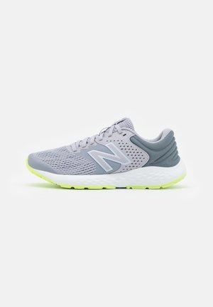 520 - Neutrální běžecké boty - gray