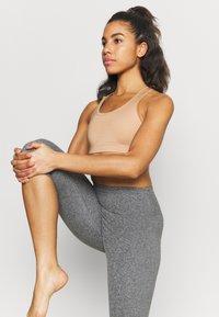 Cotton On Body - SO PEACHY CAPRI - Leggings - black marle - 3