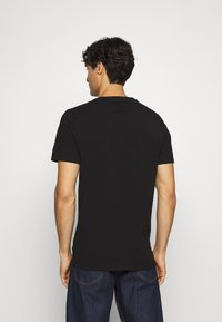 Guess - Camiseta estampada - jet black - 2