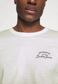 Jack & Jones - JJHERO TEE  - Long sleeved top - cloud dancer - 5