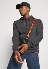 Nike Sportswear - COURT HOODIE - Sweatshirt - anthracite - 3