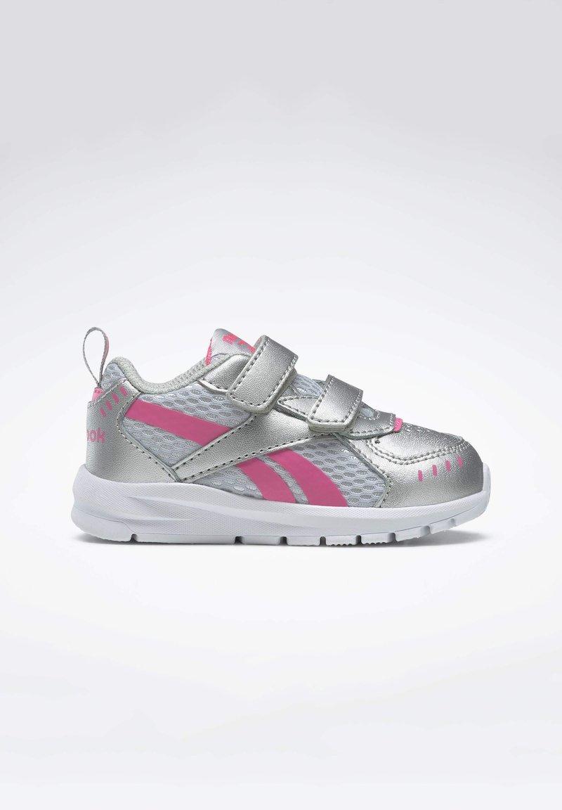 Reebok - REEBOK XT SPRINTER SHOES - Chaussures de running neutres - silver