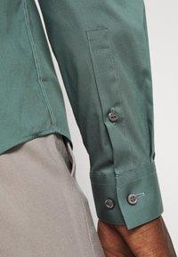 Calvin Klein Tailored - LOGO STRETCH EXTRA SLIM - Formal shirt - balsam green - 5