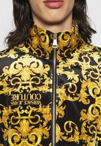 Versace Jeans Couture - TECNO PRINT LOGO BAROQU - Sweater met rits - black - 4