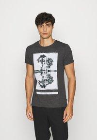 Q/S designed by - KURZARM - Print T-shirt - black - 1