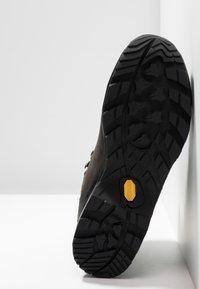 Lowa - CAMINO GTX - Hiking shoes - anthrazit/kiwi - 4
