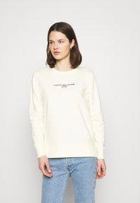 Tommy Hilfiger - REGULAR - Sweatshirt - frosted lemon - 0