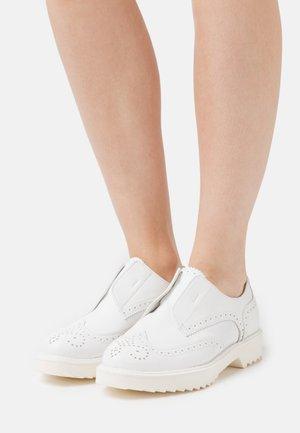 Nazouvací boty - blanco