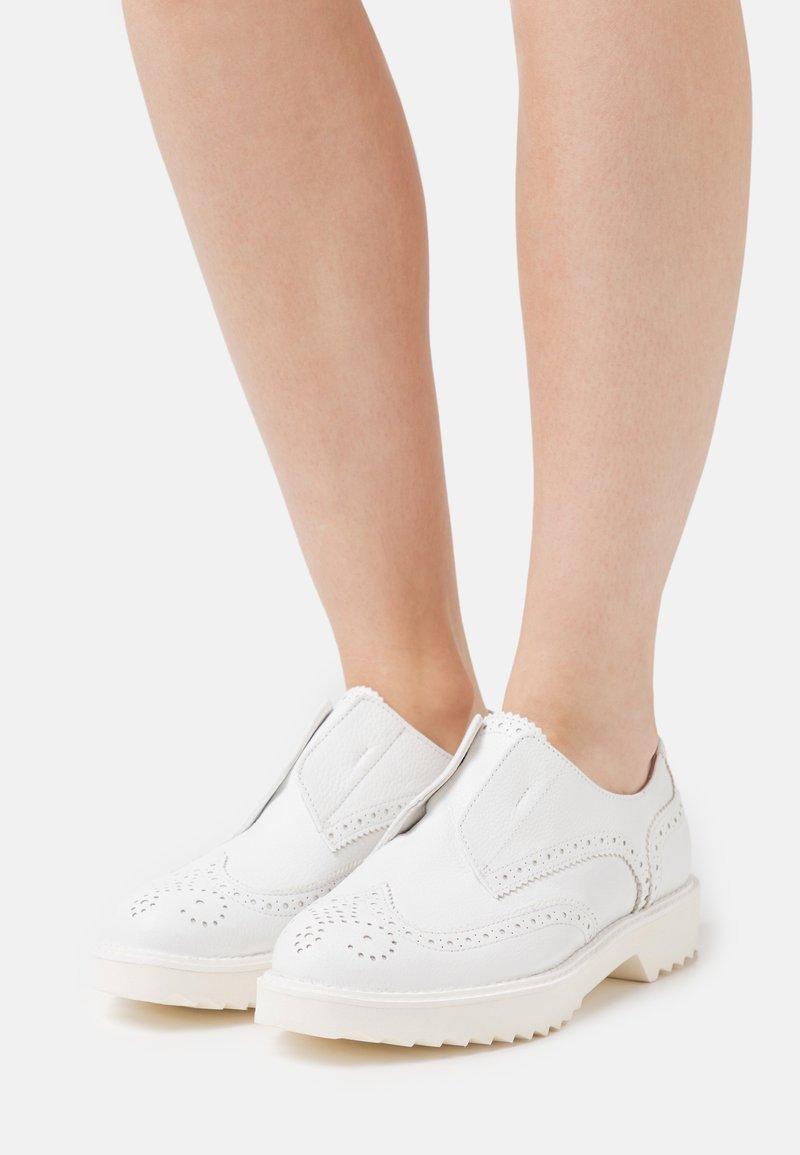 Homers - Nazouvací boty - blanco
