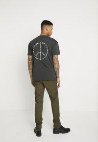 Scotch & Soda - STUART - Chino kalhoty - army - 2