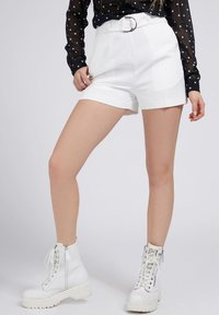 Guess - NEW SUZY - Shorts - weiß - 0