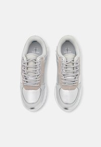 Calvin Klein Jeans - RUNNER LACEUP  - Trainers - silver mirror - 5