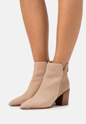 JANEECE FLEX - Ankle boots - beige
