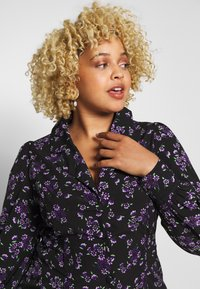 Fashion Union Plus - FLORAL BUTTON THROUGH DRESS WITH WAIST TIE - Day dress - black base purple floral - 3